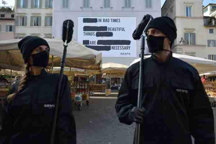 Svelato il messaggio misterioso a Capo de' Fiori da Gente Roma