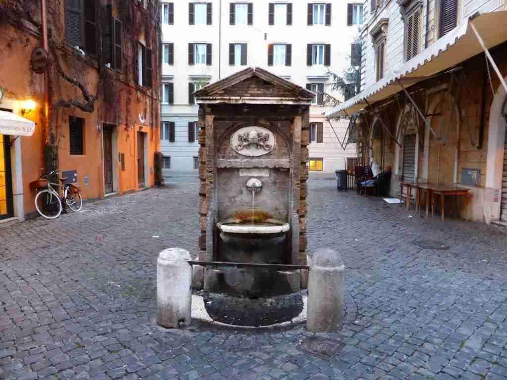 Scorcio del Rione Borgo  photo credit: roma-artigiani.it