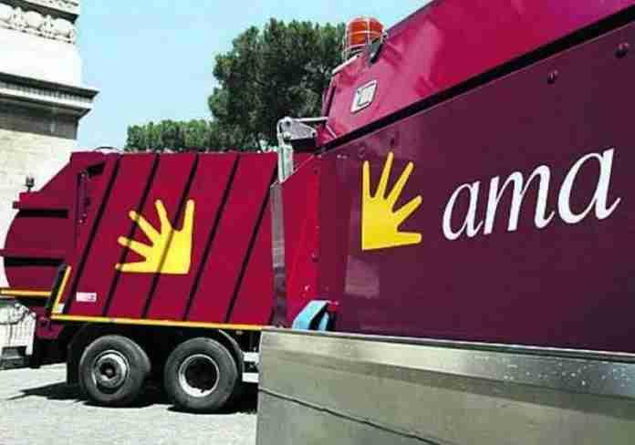 Ama, ruba il carburante con le tessere dell'azienda: licenziato caposquadra