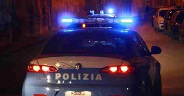 Roma, pusher nasconde panetto di hashish in una fessura: arrestato