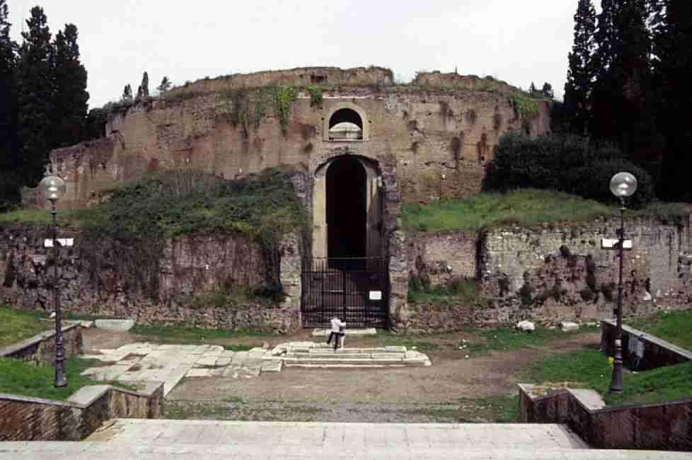Immagine del Mausoleo di Augusto  photo credit: dagospia.com