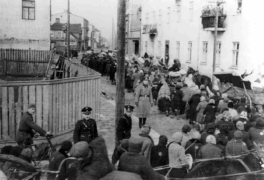 Rastrellamento nazista nel ghetto di Roma  photo credit: lavocealessandrina.it