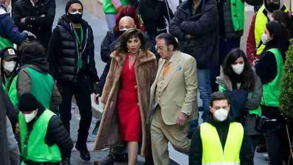 """Lady Gaga e Al Pacino, tra Fiumicino e Roma per girare """"House of Gucci"""""""