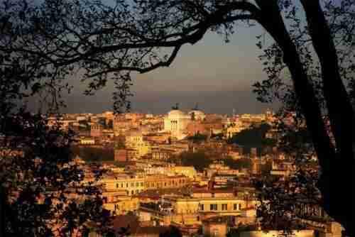 Nella foto la vista di Roma dalla chiesa di Sant'Onofrio  photo credit: roma.com