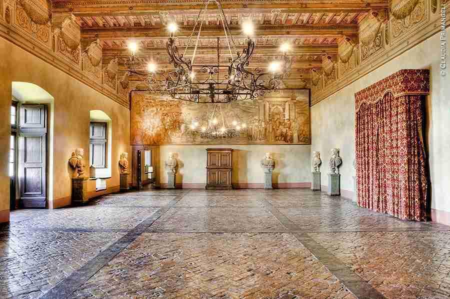 Nella foto la sala dei Cesari  photo credit: dimorestoricheitaliane.it