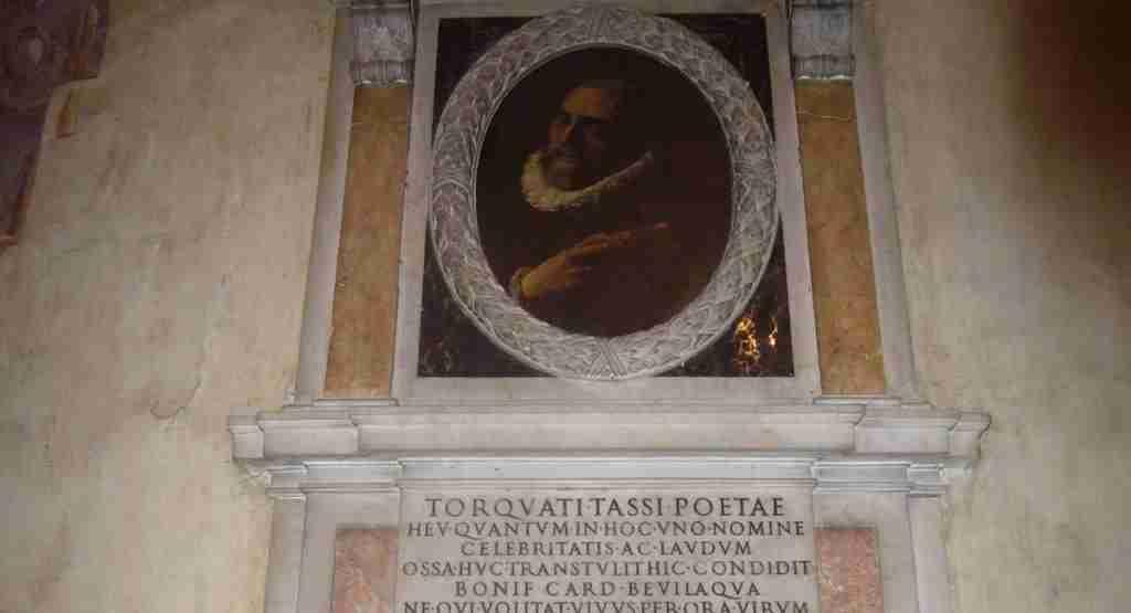 Nella foto  la tomba del poeta Torquato Tasso all'interno della chiesa di Sant'Onofrio a Roma  photo credit: viaggioinbaule.it