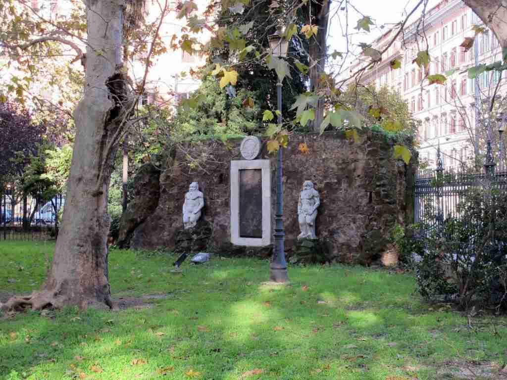Nella foto la Porta magica all'interno dei giardini di Piazza Vittorio  photo credit: theperksofbeingme.home