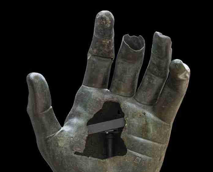 Roma, il colosso di Costantino ha ritrovato la mano: ecco come