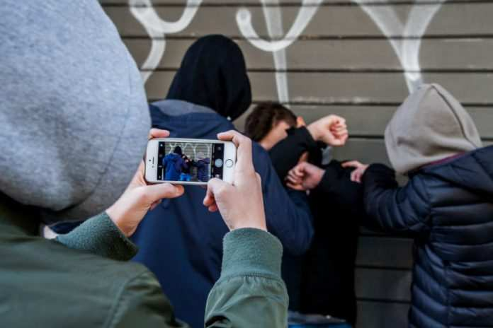 """""""Il trio che spacca"""": nella chat, una banda di ragazzi si vantava delle rapine"""