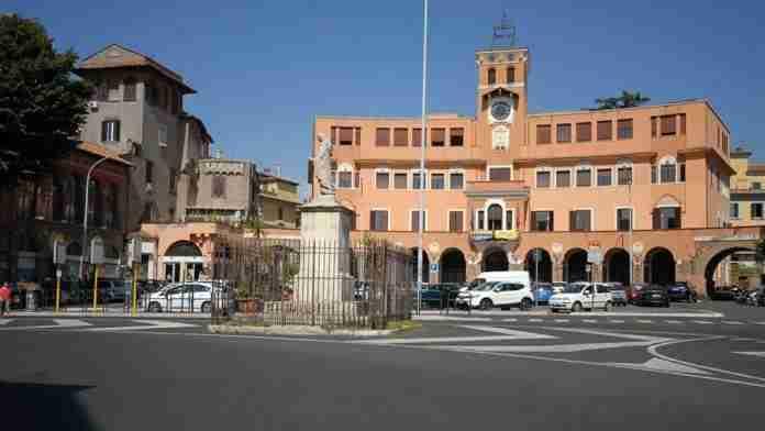 """Piazza Sempione, 3000 firme contro la non pedonalizzazione. De Vito: """"Condivido"""""""