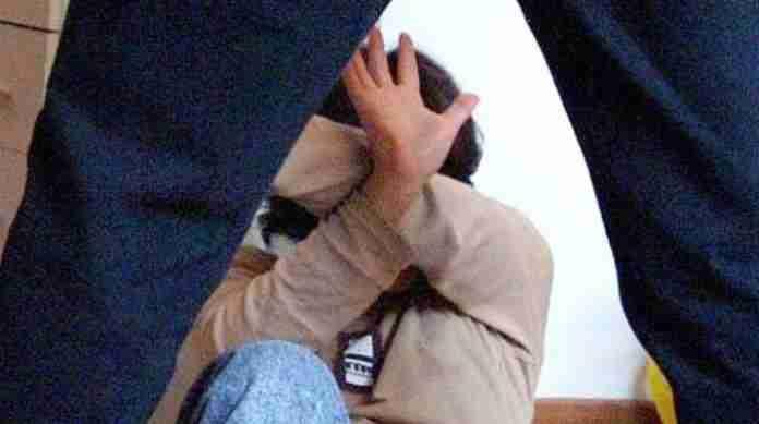Colombo, collaboratore scolastico arrestato: ha violentato una minorenne