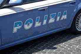 Roma: molesta due ragazze ed aggredisce il proprietario del bar