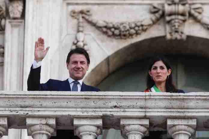 Lite tra Conte e Grillo: ipotesi Raggi al vertice del movimento